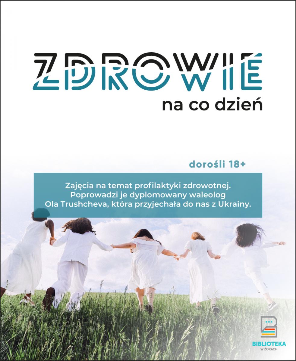 """Plakat """"Zdrowie na co dzień"""". Na plakacie grupa ludzi trzymających się za ręce biegnie w białych strojach po trawie. Osoby są sfotografowane od tyłu."""